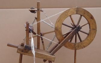Spinnrad, Sammlung J.-B.-Haus Potsdam, nach Restaurierung.JPG